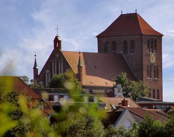 Blick auf die Georgenkirche - Kirchengemeinde St. Georgen Waren (Müritz)